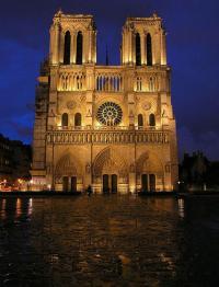 Собор парижской богоматери (собор Нотр-Дам-де-пари) вечерний вид